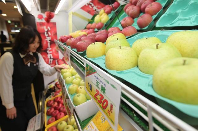 黄色いリンゴと赤いリンゴ