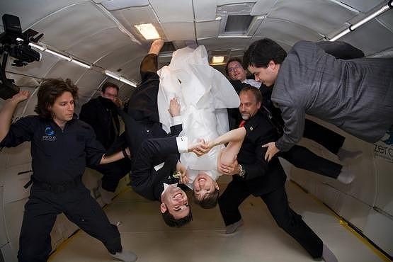 無重力結婚式