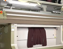 島精機製作所の自動ニット編み機