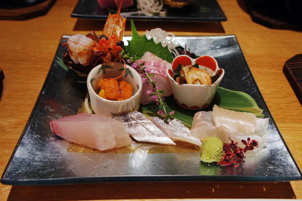 様々な魚介類の刺身