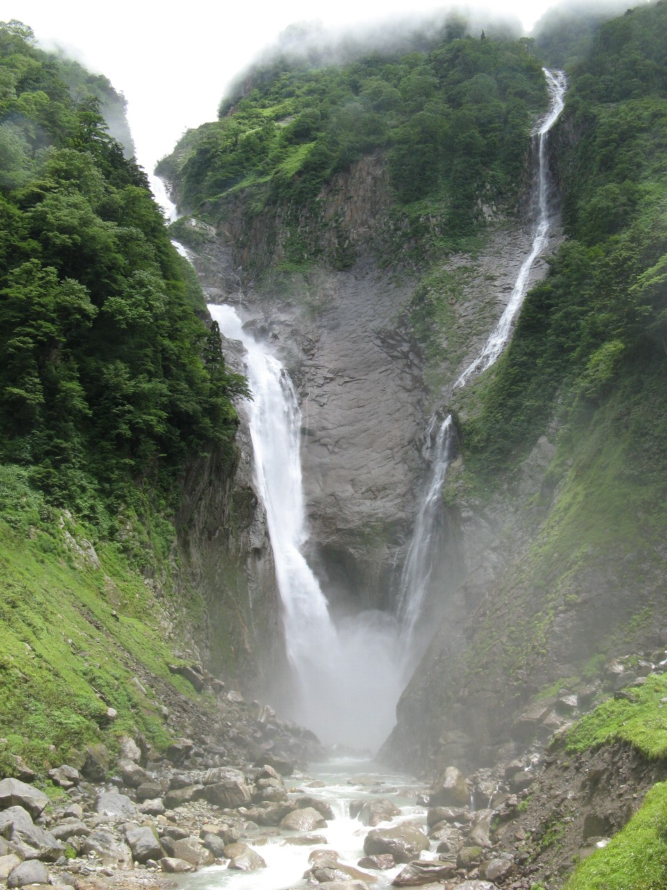 ハンノキ滝(右)