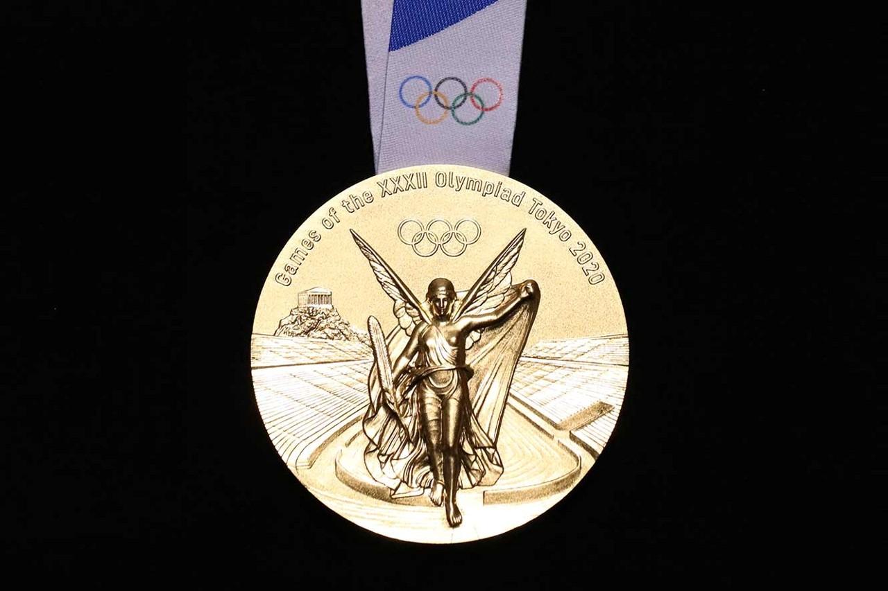 東京オリンピックのメダル(表面)