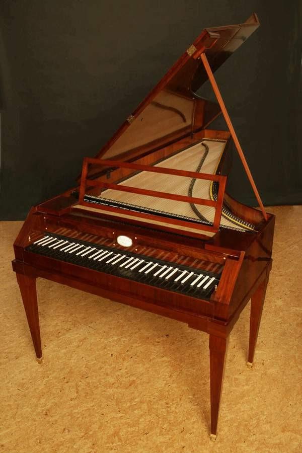 鍵盤が黒と白のピアノ