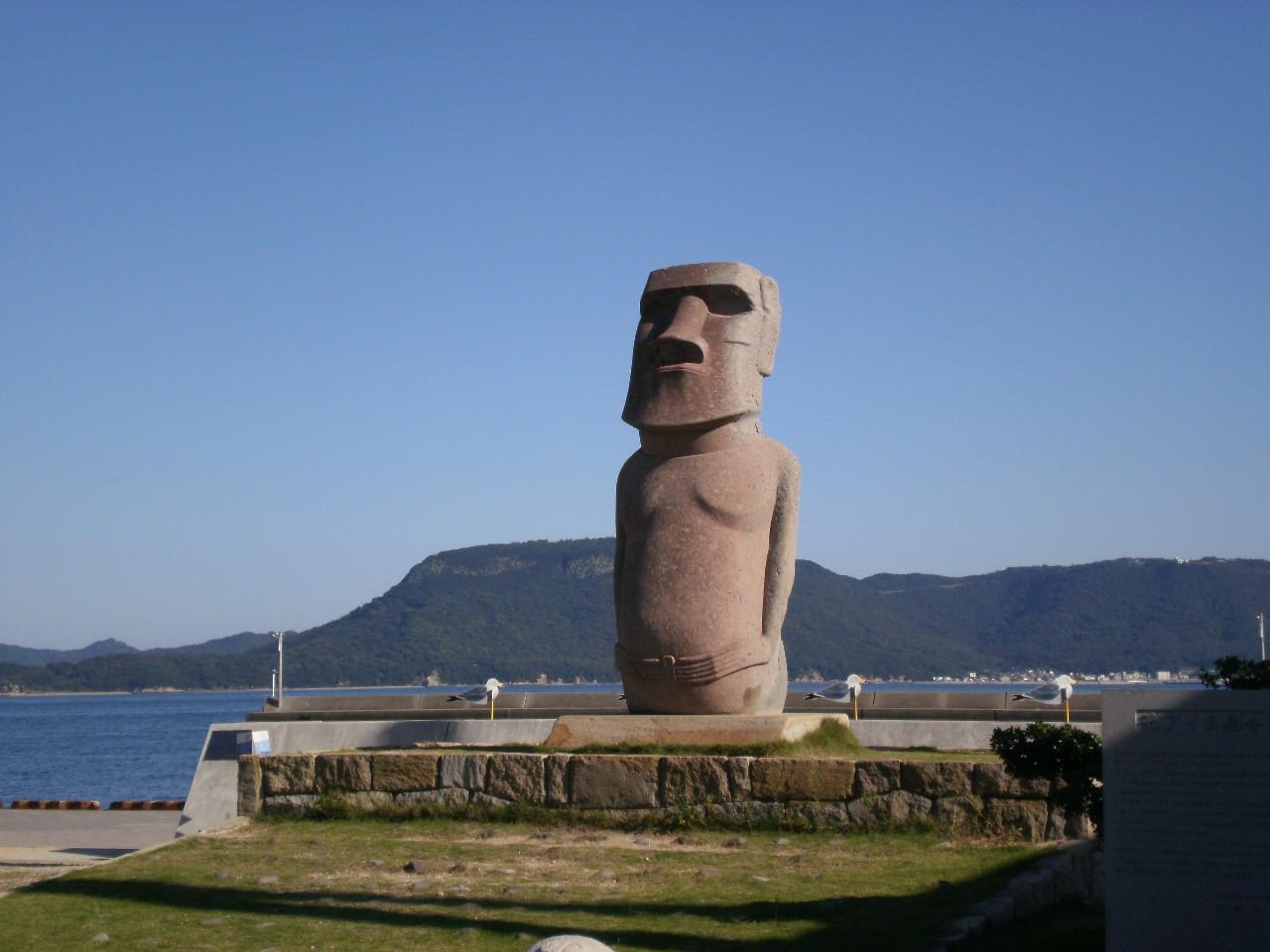女木島のモアイ像