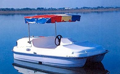 足漕ぎボート