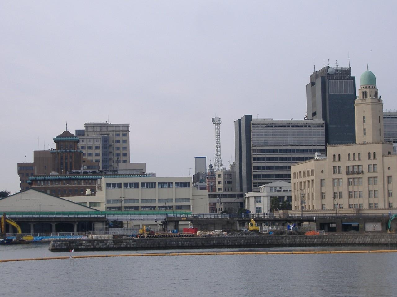 大さん橋国際客船ターミナルから見た横浜三塔