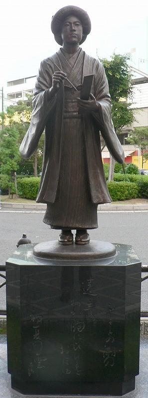 堺駅前の銅像