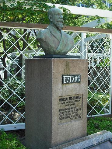 モラエス銅像