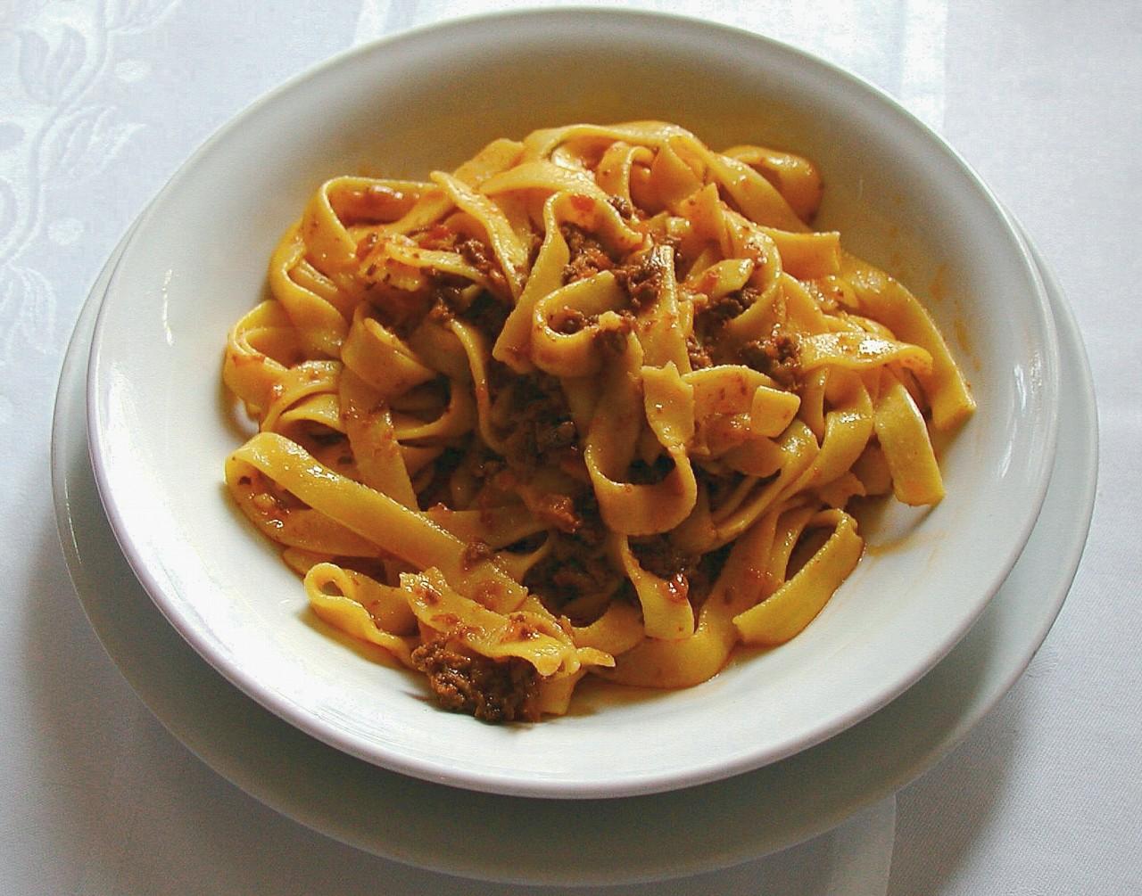 イタリア料理(タリアテッレ・アル・ラグー(タリアテッレとミートソース))