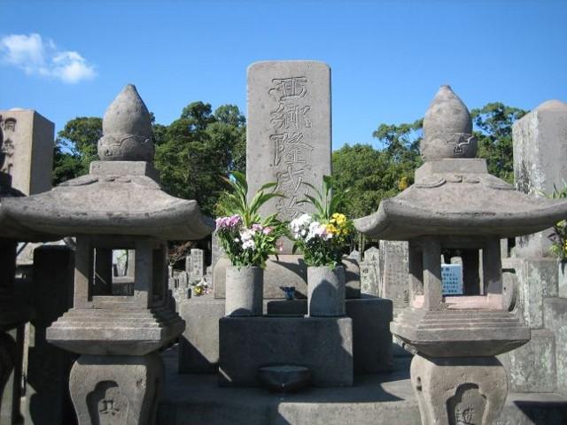 西郷隆盛の墓石