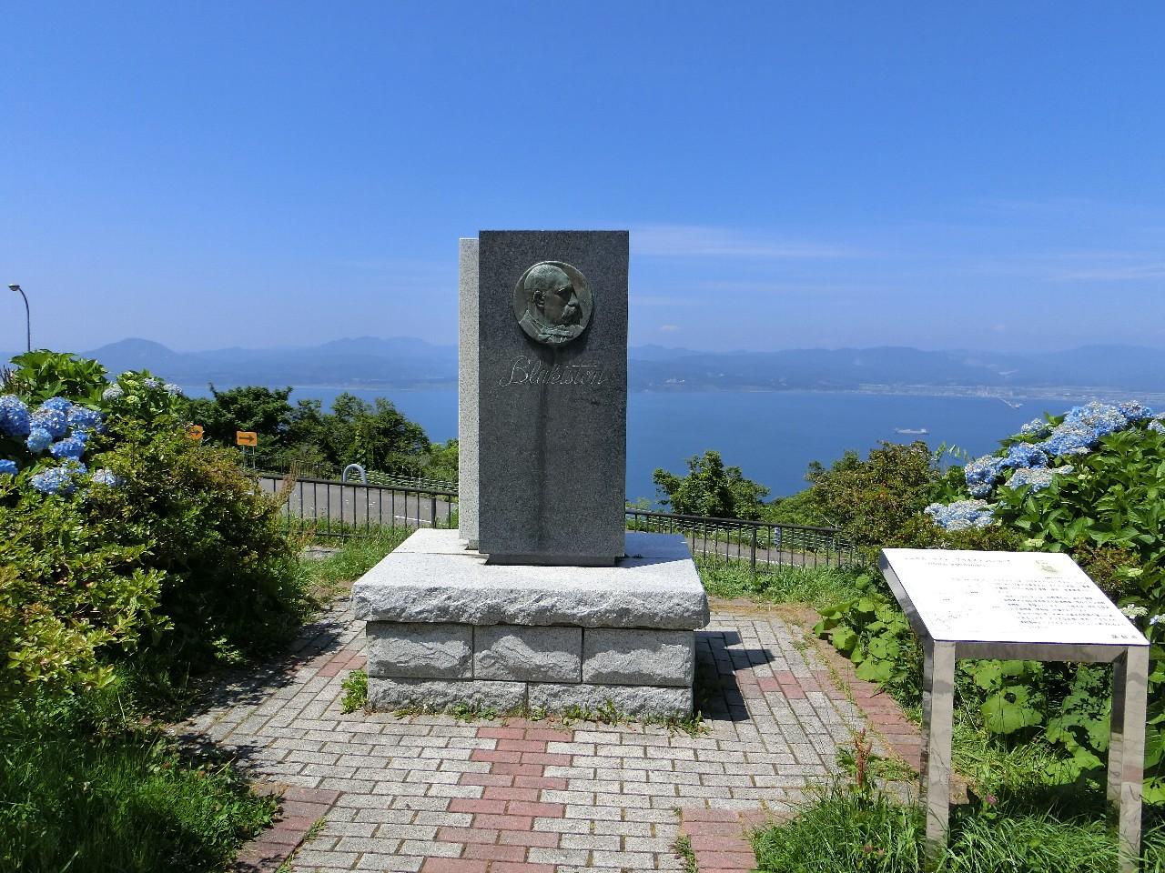 ブラキストンの碑(函館山山頂)